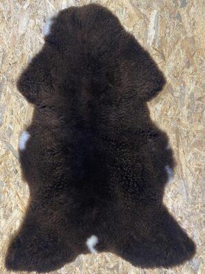 Schapenvacht bruin met witte vlekjes